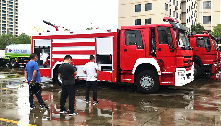 北京消防车用户:消防车生产厂家验收重汽豪沃8吨消防车