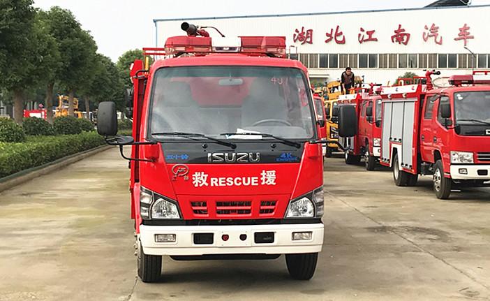 五十铃国六3吨消防车发车视频