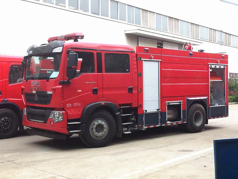 重汽干粉消防车:2吨3吨6吨干粉消防车专业介绍