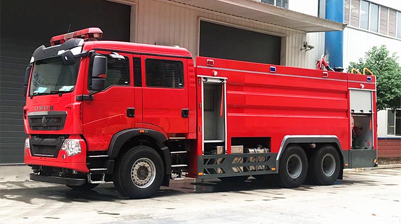 重汽T5G消防车:重汽T5G后双桥水罐泡沫消防车厂家评测(高清图片)